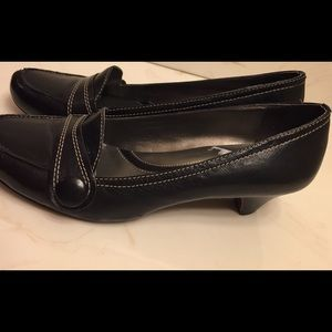 Women's Naturalizer size 8 black leather shoes